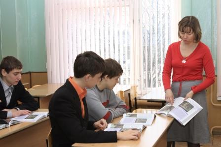 учитель ИЗО и черчения: С.В. Крапивина